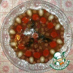 Форму с застывшим заливным окунуть в воду с горячей водой, что бы края отлипли от формы и перевернуть аккуратно на блюдо.