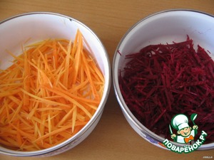 Now for the vegetables. Beets and carrots wash, peel and naturem on a coarse grater for the carrots in Korean.