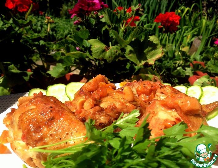 Рецепт: Курица, запеченная с курагой, изюмом и кешью