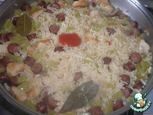 Добавляем соус, перемешиваем и подаем Джамбалайя (или Джамбалайю) к столу! Приятного аппетита!