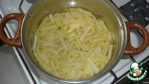 The potatoes are chopped, add water (or broth) and cook, bring to boil and reduce heat