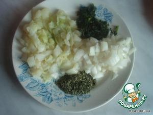 Первым делом отварить несколько листочков капусты почти до готовности.    Отжать и порезать  кубиками,    лук и зелень тоже порезать. Свежую зелень можно заменить сухой или мороженой.