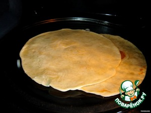 Get tortillas and throw half a minute in the microwave. First, warm tortillas taste better, and secondly, they will become softer and you will be fine to curl. Some for a couple of seconds, heated from two sides directly on the burner (no pan).