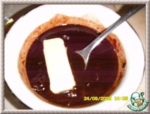 Добавить сливочное масло, вымешать лопаткой до шелковистости и немного охладить. Можно и без коньяка, по-детски)))