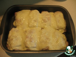 Spread in a baking pan and grease each piece with the sauce.