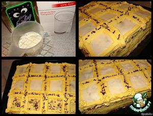 Для желе замачиваем в холодной воде ЛИСТОВОЙ желатин (если порошковый, то по инструкции на упаковке), отжимаем и растворяем в 3 ст. л. теплого молока.   Оставшееся молоко смешиваем с 50 мл водки, добавляем распущенный желатин, 2 ст. л. сахара, остужаем,   затем заливаем аккуратно квадраты. Делала это в два приема, чтобы жидкое желе не перелилось через границы квадратов: залила - остудила - и еще раз залила, поэтому окончательная поверхность не получилась идеально ровной. Решила, что это будут наши сибирские сугробы :) :)      Между квадратами посыпаем шоколадной стружкой.