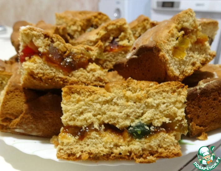 Рецепт: Медовый пирог с цукатами и изюмом
