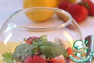 Рецепт: Салат с клубникой и горгонзолой Для милых дам