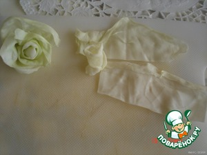 Soft cabbage leaves turn rose, folding the leaves from different sides