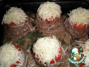 All is send in a preheated 200 C oven for 20 minutes. Remove after the time and sprinkle with grated cheese.