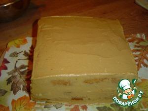 Этим кремом смазываем верх и бока торта и отправляем в холодильник на 2-3 часа.