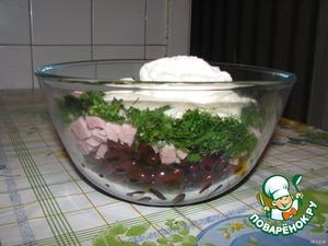 Зеленушечку меленько порубить.   Соединить все ингредиенты, кроме яиц, посолить, поперчить и перемешать.