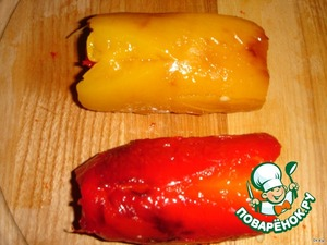 Затем эти же цилиндрики завернуть в прямоугольники большего размера, только красный заворачиваем в желтый, а желтый, в красный прямоугольник перца. Если края выступают, лишнее обрезать.
