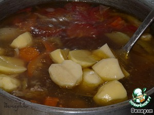 After half an hour add the potatoes, chopped coarsely, like all vegetables.