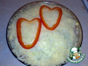 Украсила сладким перцем в виде двух сердец.