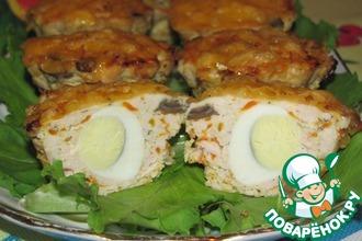 Рецепт: Мясные кексики с перепелиными яйцами