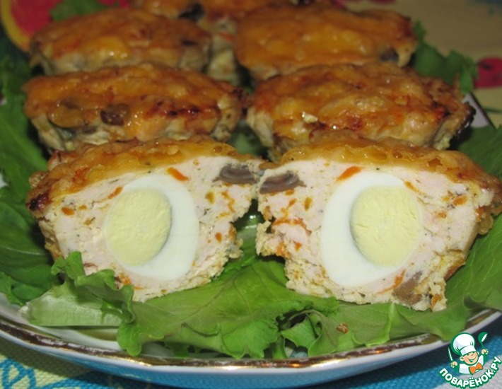 Рецепт: Мясные кексы с перепелиными яйцами