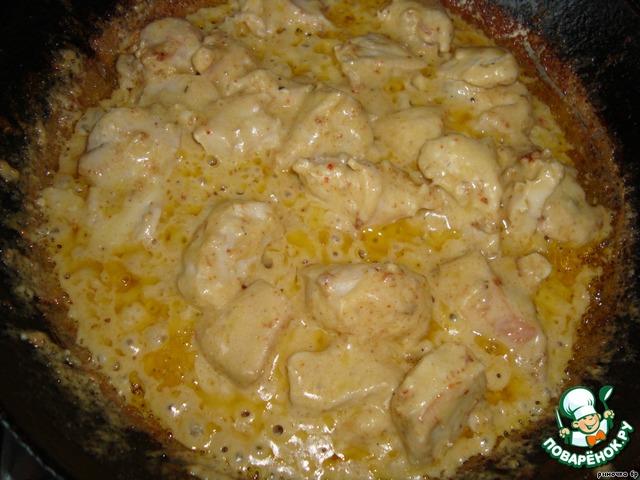 куриные грудки под сметанно чесночным соусом