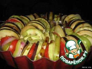 Ставим в духовку и запекаем при температуре 200 градусов, 40 минут (у меня овощи были готовы за такой промежуток времени, но ориентируйтесь на свою духовку).