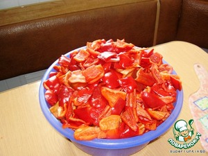 Bulgarian pepper cleaned, cut into cubes, or strips.