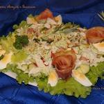 Салат из свежих овощей с беконом