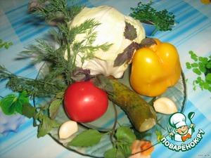 Подготавливаем продукты. У капусты отделяем листочки и заливаем горячим рассолом.( https://www.povarenok.ru/recipes/show/25639/) В отличие от сигареток длительного хранения, эта закуска не хранится.