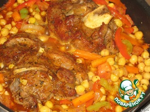 During this time (40-50 minutes) our meat was potosinos in beer.  To the vegetables add the meat together with beer broth, cooked peas, tomatoes, garlic, Bay leaf, salt, mixture of peppers (spices optional), if no broth left a little, then pour HOT water 100-150 ml. Meat and vegetables should not be swimming in liquid, though as you like, you can make plenty of broth.  Cover, bring dollars to the boil and simmer over low heat for 20-30 minutes.  When ready sprinkle with chopped fresh herbs, cover and let stand for 10 minutes.