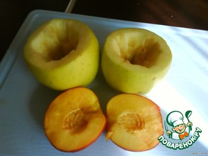 With Apple horizontally cut top. Core. Of the nectarine, remove the pit and cut the halves into 3 parts