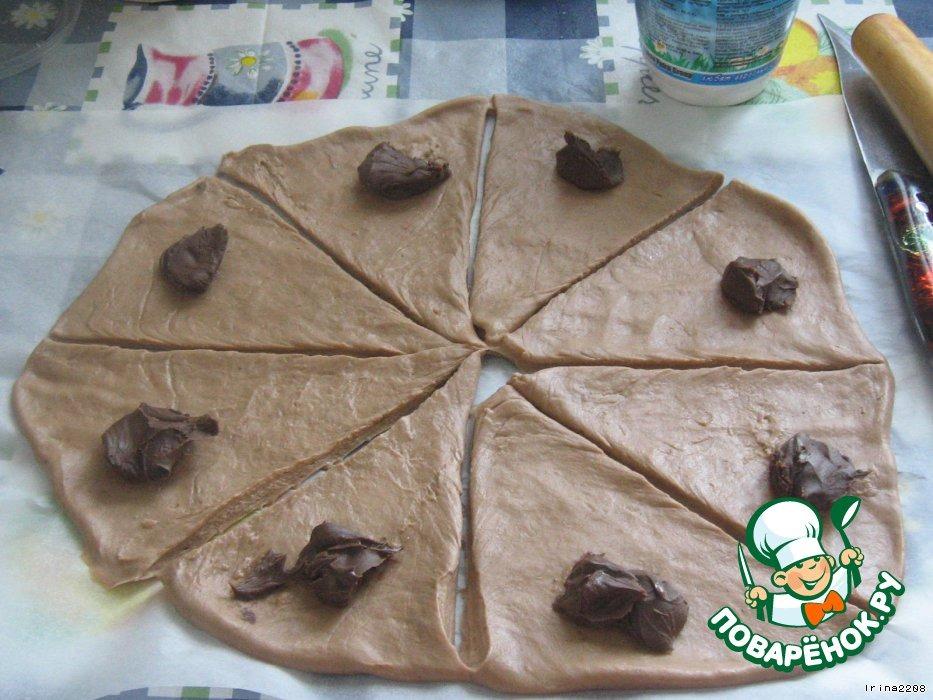 Какао-рогалики с малиновым вареньем и с шоколадной пастой