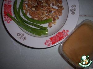 Необходимые продукты      Листы алое помыть, удалить колючки. Прокрутить их через мясорубку вместе с ядрами орехов (я измельчила в кухонном комбайне). Добавить мед.       Утром кушать по одной чайной ложке.    Хранить в холодильнике.    Встретим весну красивыми и здоровыми!