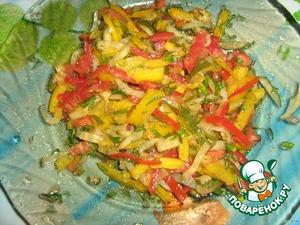 Наша цветная начинка готова, солить не надо - соли достаточно в огурчиках и соусе.