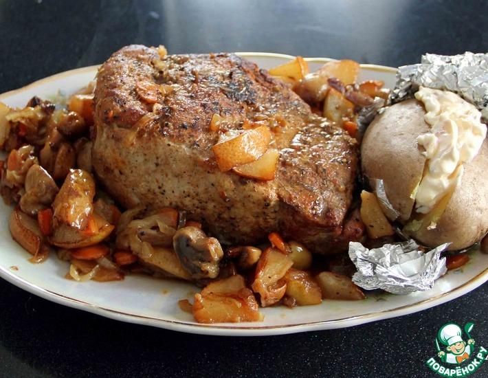 Рецепт: Свинина, запеченная с грибами и грушами