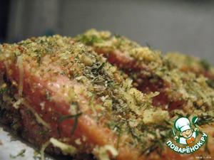 Сыр потерла на мелкой терке    В мисочку налила раст. масло.    В другую мисочку высыпала зеленую смесь.    Филе окунала в масло и обкатывала в зеленой панировке (я рыбу не солила, но можно присолить).