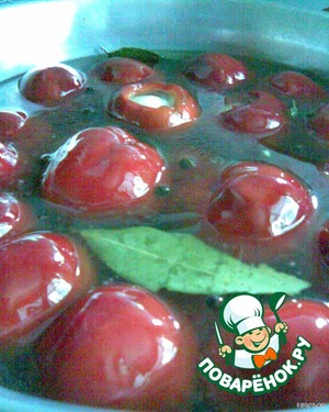 To give up the stuffed peppers and cook from the moment of boiling for 10 minutes. Then put them into the prepared jars, pour boiling marinade and roll up.