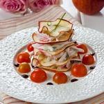 Крабовая закуска Наполеон с яблочными чипсами