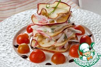 Рецепт: Крабовый Наполеон с яблочными чипсами