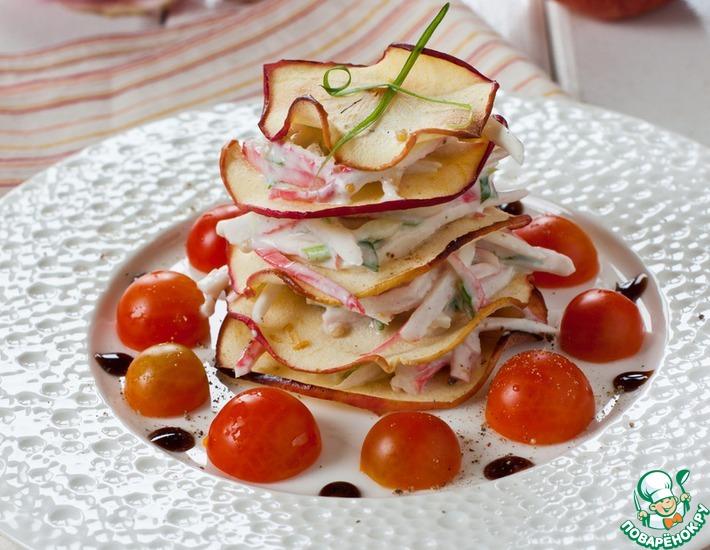 Рецепт: Крабовая закуска Наполеон с яблочными чипсами