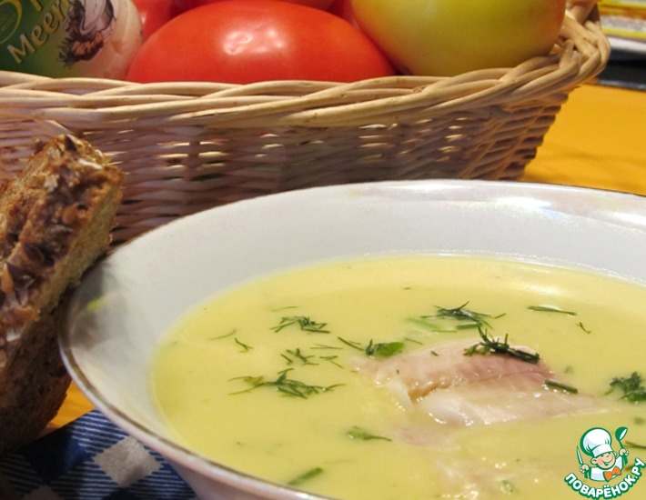 Рецепт: Картофельный суп-пюре с копченой форелью