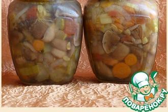 Рецепт: Маринованные маслята с овощной заливкой