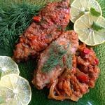Сазан, запеченный с томатами и овощами