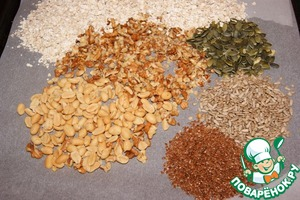 On a baking sheet, covered with baking paper, place cereal, peanuts, walnuts, pumpkin and sunflower seeds, flax seeds and salt.  PS if you use puffed rice, then fry it is not necessary, and just add to the mixture.