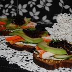 Сэндвичи с авокадо и крабовыми палочками