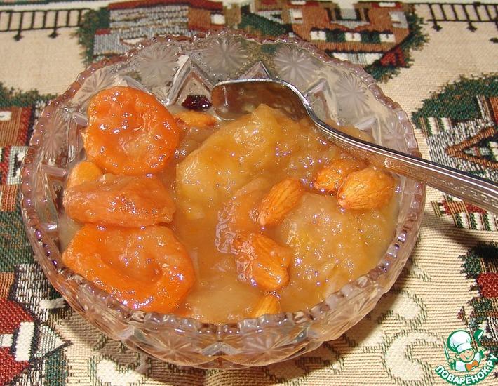Рецепт: Яблочное варенье с курагой и миндалем