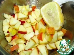 From apples to remove the seed chamber, cut into pieces (size is optional). Sprinkle with lemon juice.