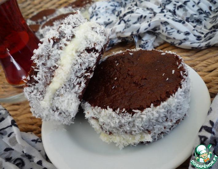 Рецепт: Шоколадные пирожные с молочным кремом и кокосом