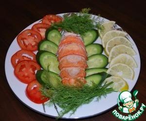 14.А дальше выкладываем хвостик на тарелку и поливаем соусом. У меня к лобстеру были свежие овощи.    Приятного аппетита!