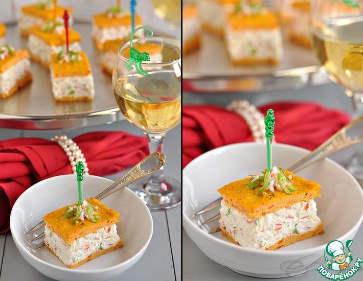 Рецепт: Закусочный крабовый чиз с морковно-творожными коржами