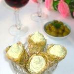 Сырно-крабовые рожки с яичным паштетом