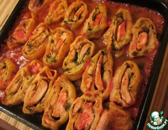 Рецепт: Рулетики с куриной грудкой в томатном соусе