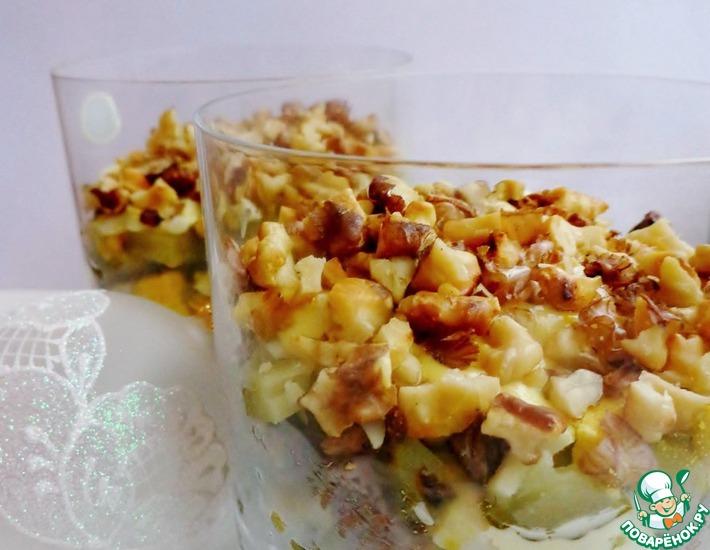 Рецепт: Слоеный мясной салат с солеными огурцами